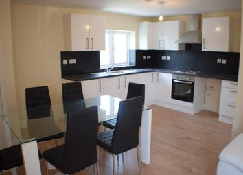 Thumbnail 4 bed flat to rent in Almond Grove, Brentford, London