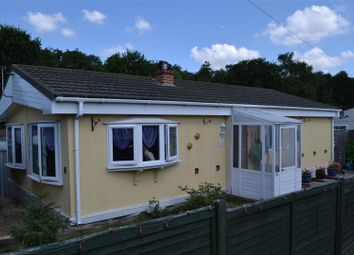 Thumbnail 2 bedroom mobile/park home for sale in Second Avenue, Ravenswing Park, Aldermaston, Reading