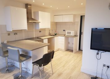Thumbnail 1 bed flat to rent in Green Lanes, Palmers Green, London