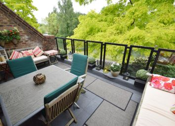 Thumbnail 2 bed flat for sale in Kingfisher Place, Caversham, Reading