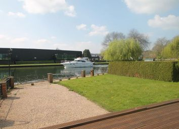 Thumbnail 4 bed bungalow to rent in The Island, Wraysbury, Staines