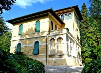 Thumbnail 6 bed villa for sale in Lucca, Tuscany, Italy