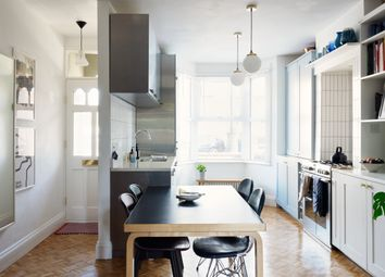 Francis Road, London E10. 2 bed flat for sale