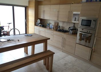 Thumbnail 2 bed flat to rent in Glebe Road, Dalston