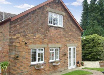 Thumbnail 1 bed detached house to rent in Bath Road, Swindon, Wiltshire