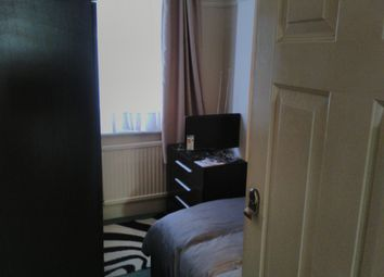 Room to rent in Newark Crescent, North Acton NW10