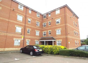 2 bed flat to rent in Hyacinth Close, Ilford IG1