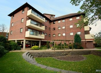 Thumbnail 2 bed flat to rent in Ray Park Road, Maidenhead, Berkshire