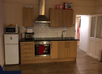 Thumbnail 2 bed flat to rent in Ashburnham Road, Luton