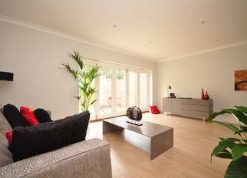 Thumbnail 4 bed town house to rent in Holmesdale Road, Reigate