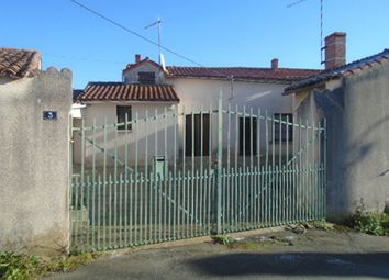 Thumbnail Farm for sale in Thouars, Deux-Sevres, 79100, France