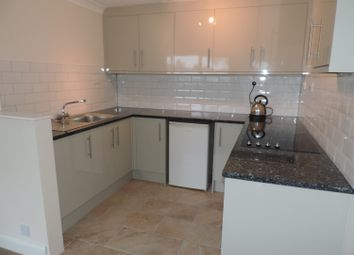 Thumbnail 2 bed flat to rent in Kingsley Road, Bicester