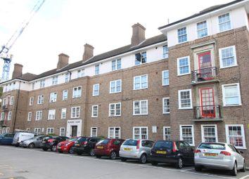 Bishopric Court, Horsham RH12. 2 bed flat
