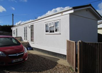 Thumbnail 2 bedroom mobile/park home for sale in Heywood Gardens, Maidenhead, Berkshire, 3Lz