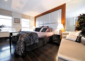 Thumbnail 3 bed flat to rent in Cheyne Walk, Chelsea