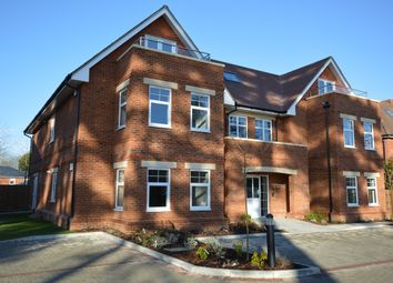 Thumbnail 2 bedroom flat to rent in St.Marks Road, Binfield