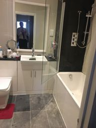 Thumbnail 1 bedroom flat to rent in Buckingham Court, Slough