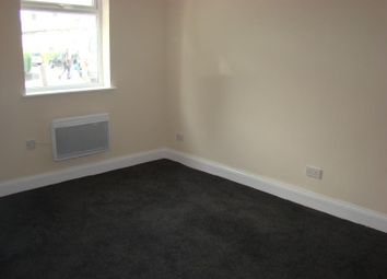 Thumbnail 1 bed flat to rent in East Avenue, Hayes, Middlesex