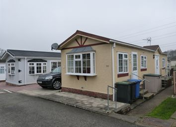 2 bed mobile/park home for sale in Third Avenue, Waltham Abbey EN9