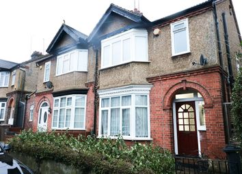 3 bed semi-detached house to rent in Carlton Crescent, Luton LU3