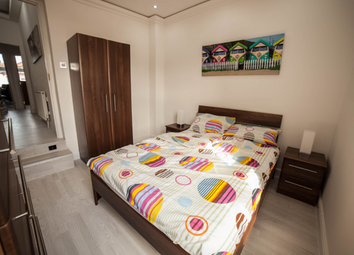 Thumbnail 2 bed flat to rent in Southcroft Road, London