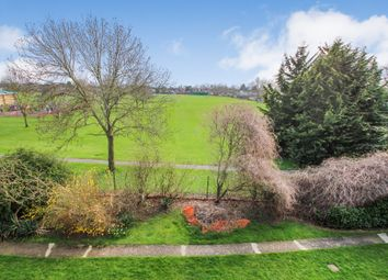 1 bed flat to rent in The Fairway, West Molesey, Surrey KT8