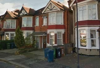 Thumbnail Studio to rent in Woodlands Road, Harrow