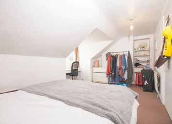 Room to rent in St. James's Drive, London SW17