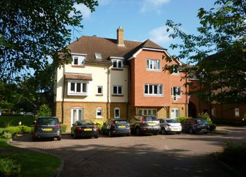 Thumbnail Flat to rent in Copthorne Common Road, Copthorne, Crawley