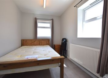 Thumbnail 1 bed flat to rent in Henry Street, Reading, Berkshire
