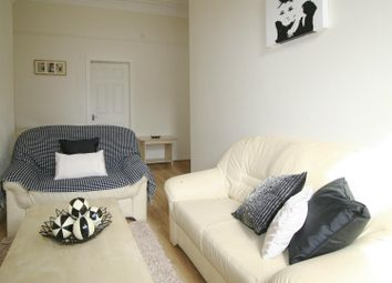 2 bed flat to rent in Flat 2, 11 Ash Grove, Hyde Park LS6