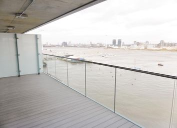 2 bed flat to rent in Platinum Riverside, Olympian Way, North Greenwich, London SE10