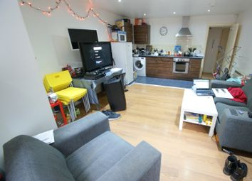 Thumbnail 3 bedroom flat to rent in Moorland Avenue, Hyde Park, Leeds