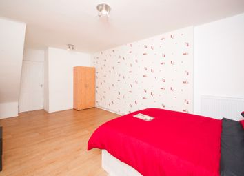 Room to rent in Storey House, London E14