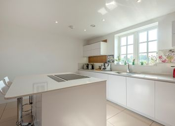 3 bed penthouse for sale in Ashridge Close, London N3
