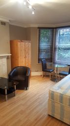 Studio to rent in Glazbury Road, London W14