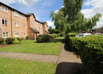 2 bed flat to rent in Wedgewood Road, Hitchin, Herts SG4