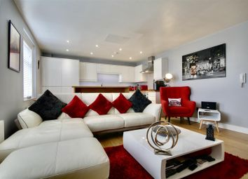 High Street, Fareham PO16. 2 bed flat