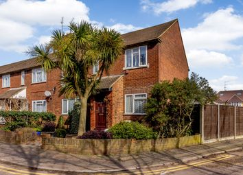 Thumbnail 2 bed maisonette for sale in 1 Hermitage Court, Potters Bar, Hertfordshire