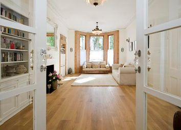 1 bed flat for sale in Cambridge Gardens, North Kensington, London, UK W10