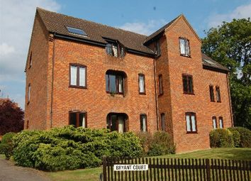 Thumbnail 2 bedroom flat to rent in Hollybush Lane, Harpenden