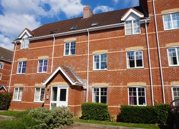 Thumbnail 2 bedroom flat for sale in Windsor Court, Newbury
