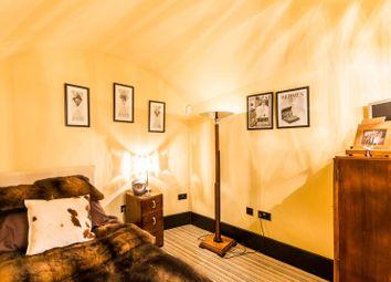 Thumbnail 3 bedroom maisonette for sale in Cambridge Street, Pimlico