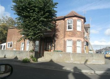 Thumbnail 2 bedroom flat to rent in Sandhurst Road, Shirley, Southampton