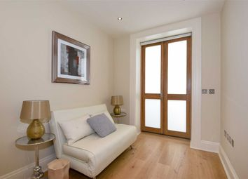Thumbnail 4 bed flat to rent in Pembridge Gardens, London