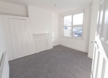 2 bed flat to rent in Fleetwood Avenue, Westcliff-On-Sea SS0