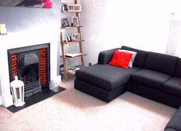 2 bed maisonette to rent in Boundaries Road, London SW12