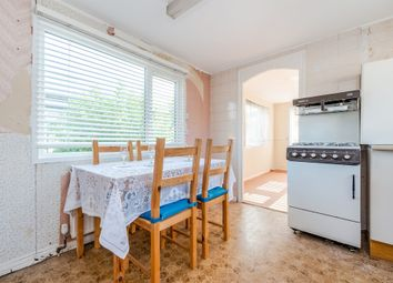 Thumbnail 2 bedroom mobile/park home for sale in Subrosa Drive, Merstham, Redhill