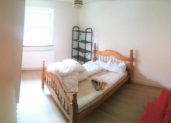 Thumbnail 3 bed flat to rent in Buckfast Street, Bethnal Green/Shoreditch