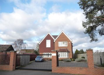 Thumbnail 2 bed flat to rent in Rectory Close, Newbury